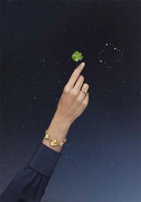 梵克雅寶,綴滿璣鏤雕花黃K金幸運圖騰的系列作品