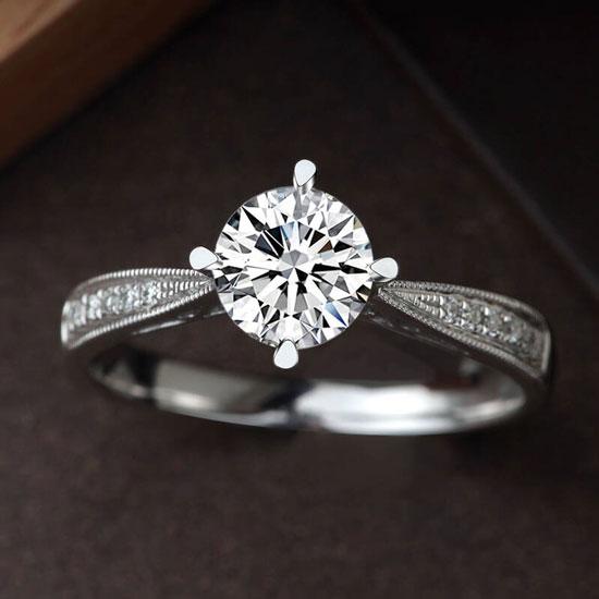 挑选求婚钻戒注意四大点,挑选求婚钻戒,求婚钻戒