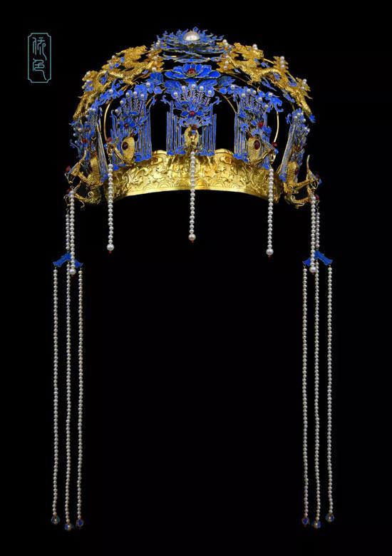 《七凤双龙戏珠牡丹累丝礼冠》