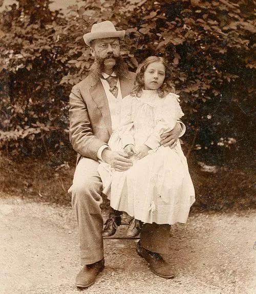 埃米爾·耶利內克和女兒梅賽德斯·耶利內克