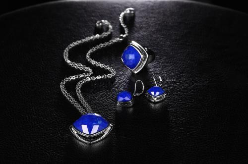 流行元素的珠宝是提升珠宝加盟销售额的关键