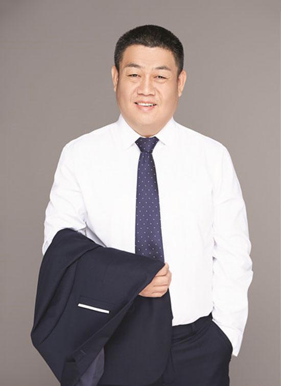 香港金妮尔珠宝董事长周忠代先生