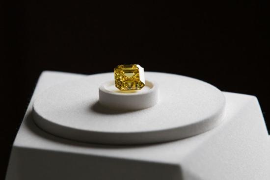 ALROSA,黄色火烈鸟钻石