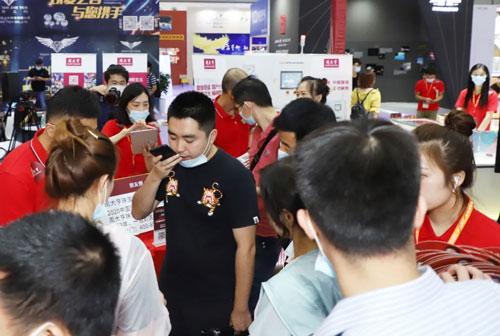 周大亨珠宝新零售革命引爆2020年深圳国际珠宝展