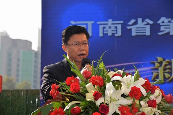 河南省总工会副主席、党组成员张扬致辞并宣布大赛开幕