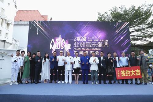 金六福尚美珠寶代表陳元元女士(左四)出席發布會