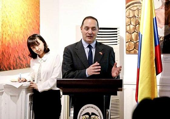 哥伦比亚驻华大使路易斯·蒙萨尔韦先生在开幕式上致辞